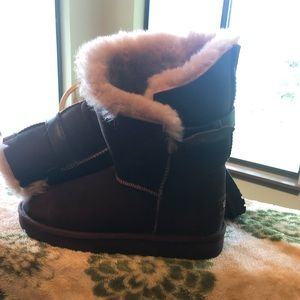 Size 8 NWT Ugg boots